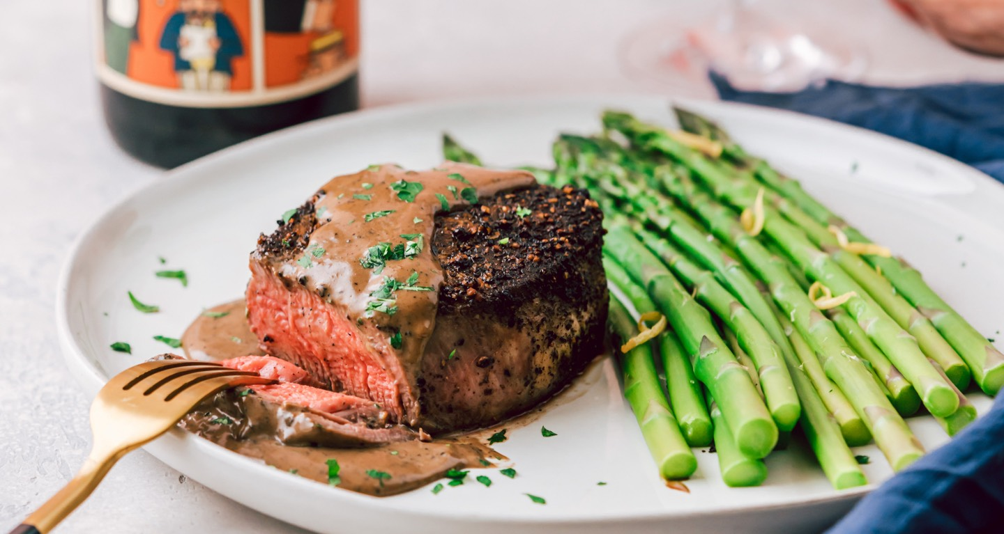 Plate of filet with asparagus